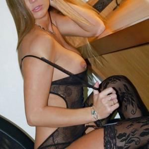femme mature nue chez elle